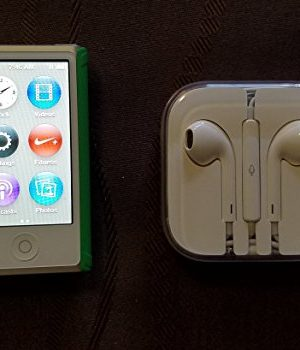 Apple-iPod-nano-16GB-Silver-7th-Generation-with-Generic-Earpods-USB-Data-Cable-Bulk-Packaging-0